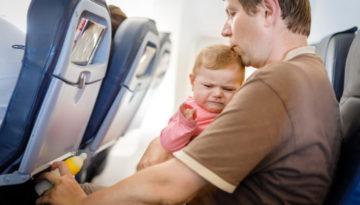 Kind jonger dan vier jaar niet vliegtuig meneren
